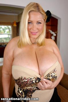 German Curvy Milf Samantha covered in Oil