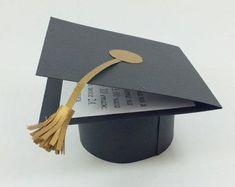 DIY Preschool Graduation Cap and Gown Graduation Cards Handmade, Graduation Crafts, Preschool Graduation, Graduation Party Decor, Grad Gifts, Graduation Food, Pop Up Karten, Selling Handmade Items, Diy Gift Box
