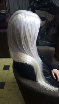 Silver Blonde Hair, Platinum Blonde Hair, Long White Hair, Aesthetic Hair, Cool Hair Color, Great Hair, Ombre Hair, Pretty Hairstyles, Dyed Hair