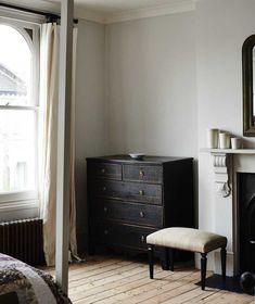 Gray Painted Walls, Grey Walls, Home Bedroom, Bedroom Decor, Bedroom Furniture, Black Dressers, Interior Styling, Interior Design, Interior Plants