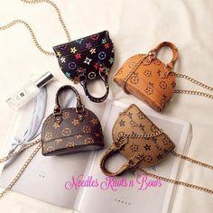 Girls Fashion Handbag, Girls Crossbody Bag, Teens, Purses Louis Vuitton Speedy Bag, Louis Vuitton Handbags, Leather Crossbody Bag, Purses And Bags, Small Purses, Purse Styles, Girls Accessories, Louis Vuitton Monogram, Fashion Handbags