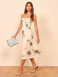 Brace yourself for stuff with flowers. This is a midi length dress with a slight scoop neckline, a center front tie, and a smocked waist. The Bran is slim fitting in the bodice with a relaxed fitting skirt. Simple Dresses, Pretty Dresses, Casual Dresses, Summer Dresses, Floral Dress Outfits, Look Fashion, Womens Fashion, Family Picture Outfits, Style Classique