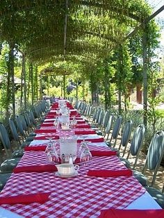 A Rustic, Picnic Feel Wedding on a Farm | Pinterest | Table settings ...