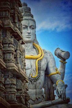 "World tallest statue of Lord Shiva with 123 feet height after the 143 feet world tallest statue of Lord Shiva ""Kailashnath Mahadev"" in Kathmandu of Nepal. thus Murudeshwar Shiva statue is the First Tallest statues of Shiva in India. Lord Shiva Hd Wallpaper, Angry Lord Shiva, Mahadev Hd Wallpaper, Rudra Shiva, Lord Shiva Hd Images, Hanuman Images, Statues, Mahakal Shiva, Krishna"