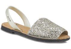 """Stilfulle og originale sandaler fra herlige Ria Menorca! Fargen på denne varianten er """"champange""""."""