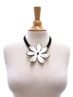 "Tahitian Shell Necklace 4"" [Single Tiare/Black]"