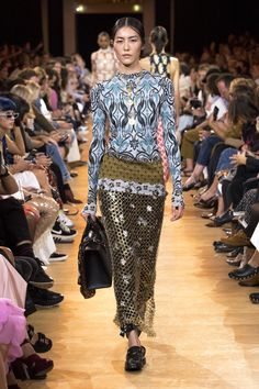 Paco Rabanne Spring 2019 Ready-to-Wear Fashion Show Collection: See the complete Paco Rabanne Spring 2019 Ready-to-Wear collection. Look 26 Spring Outfits Women, Spring Fashion Outfits, Spring Summer Fashion, Autumn Fashion, Paco Rabanne, Fashion Moda, Love Fashion, Runway Fashion, Fashion Tips
