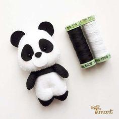 Apostila Digital - Panda - Versão Pocket em feltro fácil confecção. Adquira a sua na loja oficial (clique em visitar ou acesse www.timart.com.br) :::::::::::: Pattern PDF, to make in felt. Vectored templates! Use to make souvenirs, pencil tips, fingertips, and more! Get yours in the official store: www.timart.com.br