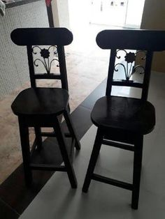 Butacos en madera con hierro forjado - palmira en Palmira 【 ANUNCIOS Octubre 】   Clasf casa-y-jardin Bar Stools, Dining Chairs, Furniture, Metal, Google, Home Decor, Home, Wooden Chairs, Hanging Bookshelves