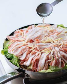 味つけは塩だけでOK。春キャベツと豚バラの重ね蒸し Cabbage, Vegetables, Recipes, Food, Recipies, Cabbages, Hoods, Vegetable Recipes