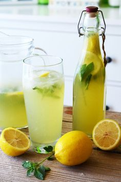 Limonada cu menta - Retete culinare by Teo's Kitchen Elderberry Juice, Hot Sauce Bottles, Glass Of Milk, Cantaloupe, Smoothies, Deserts, Dinner Recipes, Drinks, Food