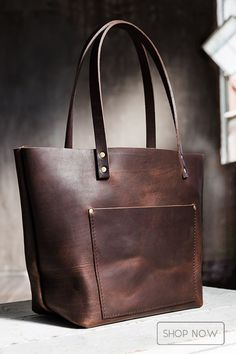 Award-winning leather bags handmade in Portland - Full-grain leather will naturally condition itself with use, developing a much sought-after patina and unique character over time - Perfect travel bag… Leather Purses, Leather Handbags, Leather Totes, Bag Jeans, Fashion Bags, Fashion Accessories, How To Have Style, Leather Bags Handmade, Leather Projects