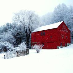 Afbeeldingsresultaat voor red house in snow