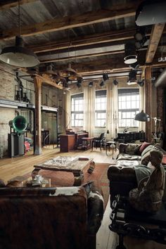 Dating back to the the original converted lofts were located in warehouses and used in conjunction with manufacturing plants or as storage spaces in the city's industrial areas. Living in lofts. Modern Industrial Decor, Industrial House, Industrial Interiors, Urban Industrial, Modern Decor, Industrial Furniture, Industrial Apartment, Industrial Office, Rustic Decor
