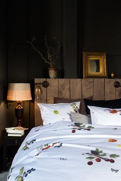 Rich colours for the autumn in our new design VOGELFREI. Birds, flowers, and fruit branches capture the magic of nature. A real Christian Fischbacher classic bed linen on the finest satin.