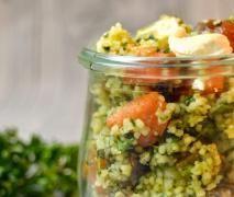 Couscous Salat mit Datteln und Feta - Leicht und lecker