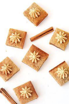 Delicious Chai Spiced Blondie Bars that taste like a Chai Latte - Sweetest Menu