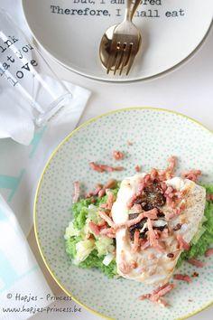Een makkelijk, snel en vooral gezond recept. Gebakken zeebaars met broccolipuree, prei en spekreepjes.