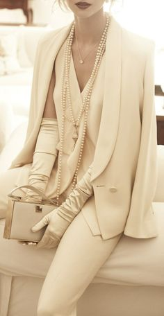 I love the pearls and gloves. glam!