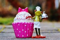 Buy Baking Essentials & Kitchen Tool Set now to start sweet journey of cooking. XoomChef Store has all kinds of helpful tools for cooking. Dessert Simple, Master Chef, Cura Diabetes, Frog Cakes, Spinach Salad With Chicken, Coffee Cupcakes, Monogram Cake Toppers, Cupcake Soap, Cupcake Flavors