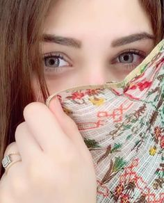 Shared by Dream Girl. Find images and videos on We Heart It - the app to get lost in what you love. Lovely Girl Image, Beautiful Girl Photo, Beautiful Girl Indian, Girls Image, Beautiful Eyes, Cute Girl Poses, Cute Girl Photo, Girl Photo Poses, Girl Photography Poses