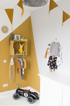 Love the mustard wall paint and all the mustard touches. A fun way to add colour to a kids room.