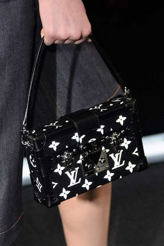 It's true what they say, you know: a woman can never have too many handbags. These are the best the Paris Fashion Week s/s 2015 catwalks had to offer