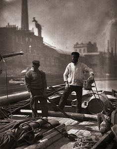 1877 street life in london Credit: John Thomson/Hulton Archive/Getty Images Transport workers travel up the Thames