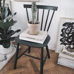 Sponsored by @fdbmobler   The classic dark green #j46 chair adds a hint of colour to my living room. You know your design is iconic, when it is still going strong after 61 years! Well done Mr. Volther 🙌🏻 #fdbmøbler #poulmvolther #danskdesign #homesickblog