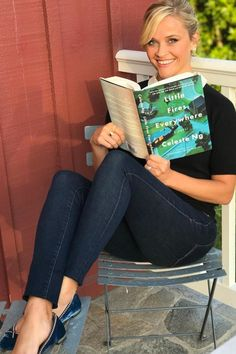 From her favorite thrillers to novels and how-to guides, see which books Reese Witherspoon picked for her Hello Sunshine Book Club in and 2017 I Love Books, Great Books, Books To Read, My Books, Reading Books, Reading Posters, Reading Lists, Reese Witherspoon Instagram, Reese Witherspoon Book Club