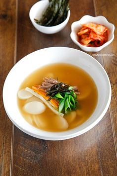 How to make authentic Korean rice cake soup. This is a must have food on Korean … How to make authentic Korean rice cake soup. This is a must have food on Korean New Year's Day! Best Korean Food, South Korean Food, Authentic Korean Food, Rice Cake Recipes, Rice Cakes, Korean Rice Cake Soup, Korean Kitchen, Japanese Kitchen, K Food