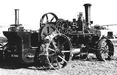 A imagem mostra uma bem conservada locomotiva de Fowler de 1871
