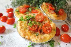 Ranteita myöjen taikinasa: Pekoni-cheddarpiiraat Bruschetta, Vegetable Pizza, Food And Drink, Vegetables, Ethnic Recipes, Vegetable Recipes, Veggies