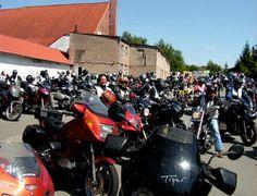 Beim Bikertreff jeden Mittwoch und Sonntag ab 18 Uhr treffen sich jede Menge Motorradfahrer.