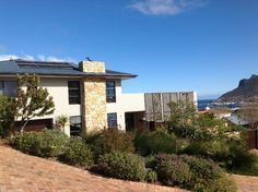 Houses For Sale in Hout Bay. View our selection of apartments, flats, farms, luxury properties and houses for sale in Hout Bay by our knowledgeable Estate Agents. 6 Bedroom House, Mansions, Contemporary, Luxury, House Styles, Home, Manor Houses, Villas, Ad Home