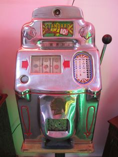 Standard Chief 1940's Vintage 10 cent Slot Machine Works Perfectly