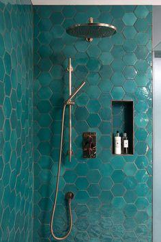 〚 Unexpected interior design for a Victorian townhouse in Dublin 〛 ◾ Photos ◾Ideas◾ Design Bathroom Box, Bathroom Renos, Master Bathroom, Bathrooms, Bathroom Design Luxury, Home Interior Design, Espace Design, Victorian Townhouse, Bathroom Inspiration