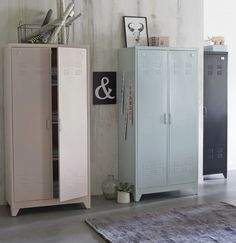 24 ambiances La Redoute Intérieurs printemps-été 2015 Vintage Lockers, Metal Lockers, Furniture Makeover, Home Furniture, Home Bedroom, Bedroom Decor, Retro Industrial, Vintage Storage, Recycled Furniture