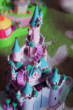 Cinderella's Castle Polly Pocket. I had this! And it was such a fun set!