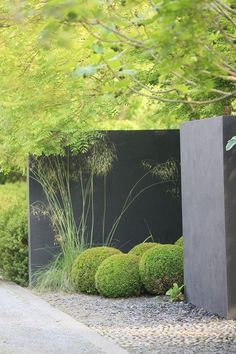 "adamchristopherdesign: ""Stylish wall and buxus hedges 
