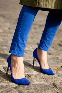 Love the color, especially since she matched her pants. Marissa Webb in suede Manolo Blahnik pumps at NYFW.