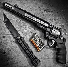 Smith and Wesson, .44 Magnum, guns, revolver, weapons, self defense, protection, 2nd amendment, butterfly knife, America, firearms, munitions #guns #weapons