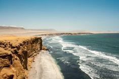 La cordillère blanche, le lac Titicaca, l'altiplano, le canyon de Colca, la vallée sacrée... Le Pérou fourmille de paysages exceptionnels et insolites