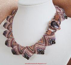 Not without my beads – Nicht ohne meine Perlen: Plastische Peyote Halskette / Sculptural Peyote necklace