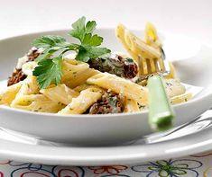 Brotschnitten mit Pilz-Rahmsauce | Betty Bossi Penne, Ricotta, Pasta Salad, Potato Salad, Potatoes, Vegan, Ethnic Recipes, Food, Al Dente