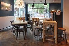 #Bäckerei-#Einrichtung wird #wohnlich. #Regionalität, #Natürlichkeit und #Wohlfühlen liegt voll im Trend. #Barhocker 10151-A, #Stollenstehtisch31198-A, #Sessel 12703 Pro, #Gesindetisch 30178. https://www.schnieder.com/gastronomiemoebel/stuehle-sessel.html