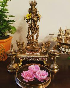 Diy Diwali Decorations, Festival Decorations, Ethnic Home Decor, Indian Home Decor, Indian Inspired Decor, Temple Design For Home, Indian Room, Pooja Room Design, Copper Decor