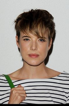 Agyness Deyn - simple, low maintenance look Short Grey Haircuts, Short Shaved Hairstyles, Short Hairstyles For Women, Cool Hairstyles, Daria Werbowy, Hairdresser On Fire, Short Bridal Hair, Agyness Deyn, Celebrity Short Hair