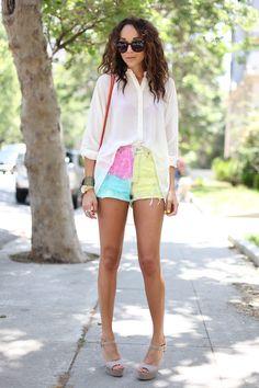 nice way to wear tie dye shorts