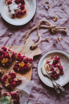 Puuropannari vadelmilla (V) – Viimeistä murua myöten Healthy Deserts, Plant Based Diet, Egg Free, Vegan Recipes, Gluten, Baking, Breakfast, Simple, Sweet
